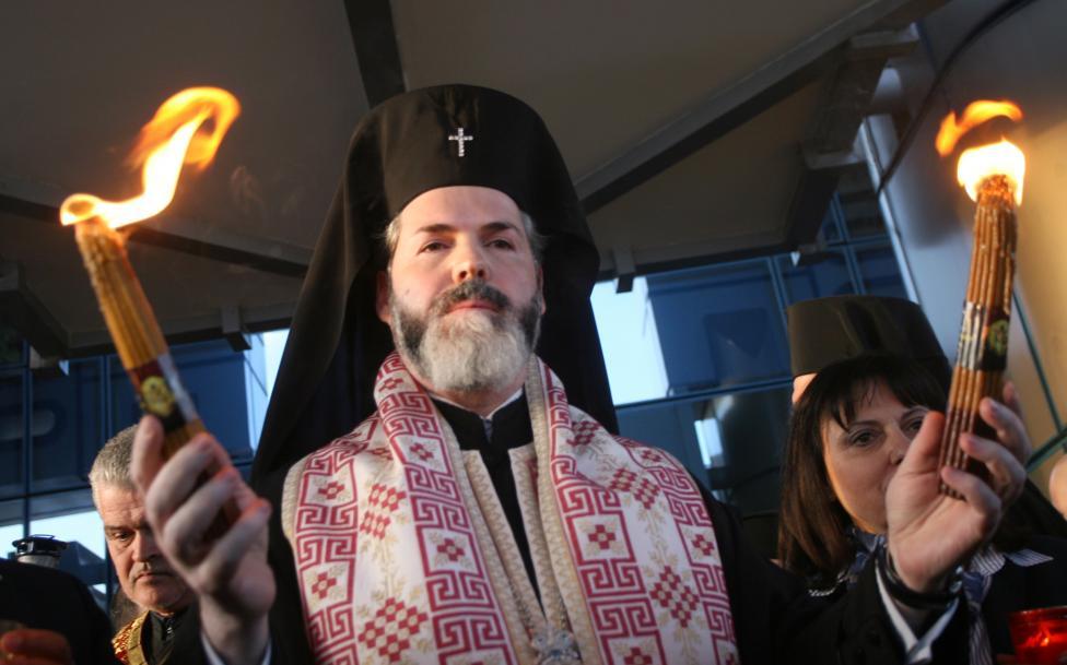 - Благодатният огън пристигна в България
