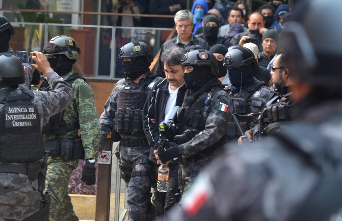 """Дамасо Лопес по време на залавянето му.Той е сочен за наследникът на Хоакин Гусман, по-известен като """"Ел Чапо""""."""