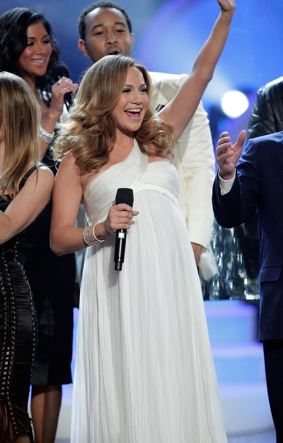 Дженифър Лопес, 2007 г. - певицата обяви голямата новина, че чака близнаци на сцената, след това Марк Антъни се наведе и целуна корема ѝ.
