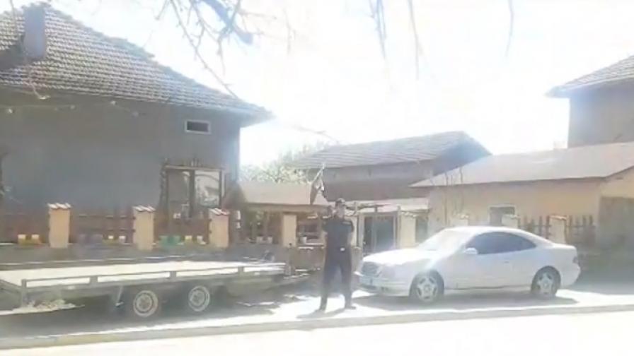 Полицай прострелян при акция, задържани са петима
