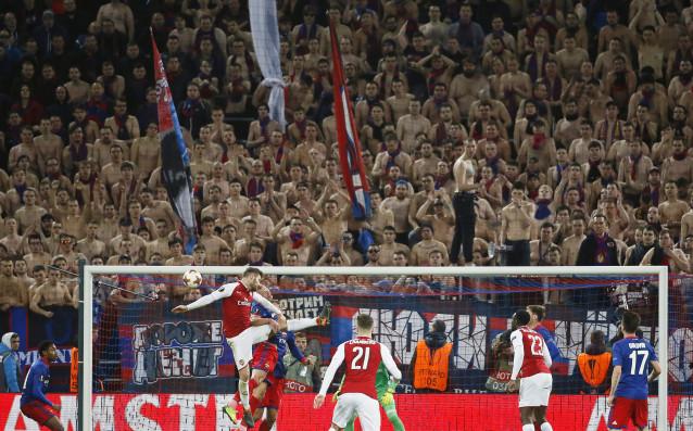 Отборът на Арсенал очаквано се класира за полуфиналите в Лига