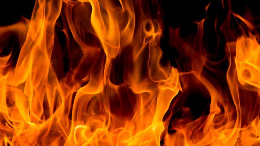 Две деца загинаха при пожар във фургон край Пловдив