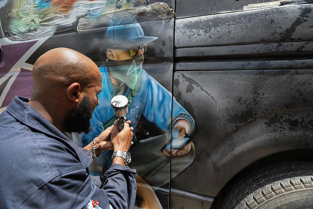 Кенийският президент Ухуру Кениата позволи на собствениците на матату да украсяват своите автомобили, което доведе до драстичен ръст в индустрията през последните три години, отваряйки вратите на вълната на творчество, тъй като различните матути се конкурират един друг.
