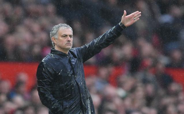 Мениджърът на Манчестър Юнайтед Жозе Моуриньо може да се реши