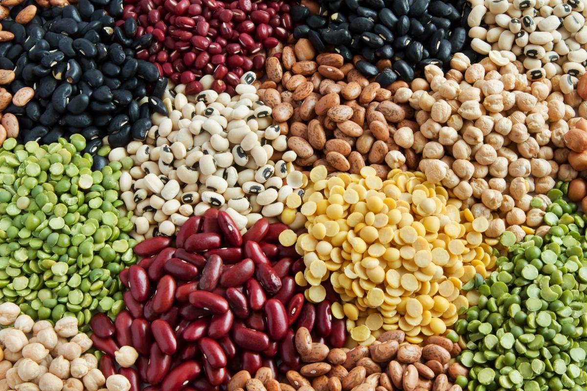 Бобови култури са направо задължителни за хората, които не консумират месо. А дори и да не сте вегетарианци, имайте предвид, че именно тези храни помагат за процесите на обновяване на клетките в организма.