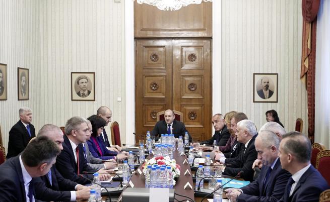 Президентът поиска ускоряване на модернизацията на армията