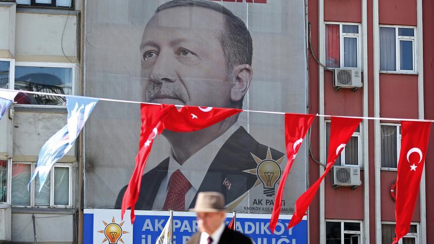 Ердоган пратил предизборни писма на ученици във Виена