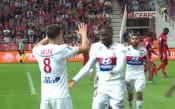 Лион разби Дижон в Лига 1, гони Монако