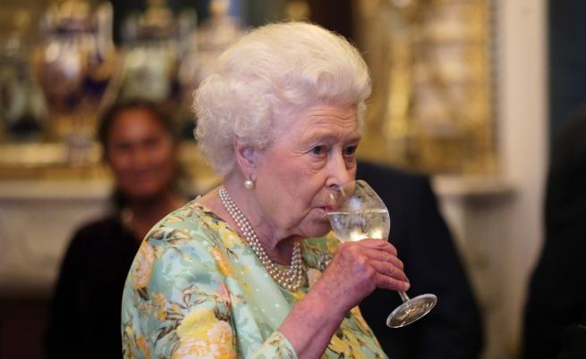 Кралицата на 92 г., наруши традиция на рождения си ден