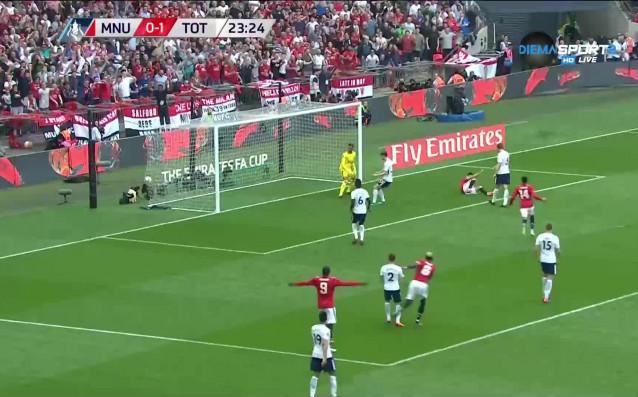 Манчестър Юнайтед победи Тотнъм с 2:1 и се класира за