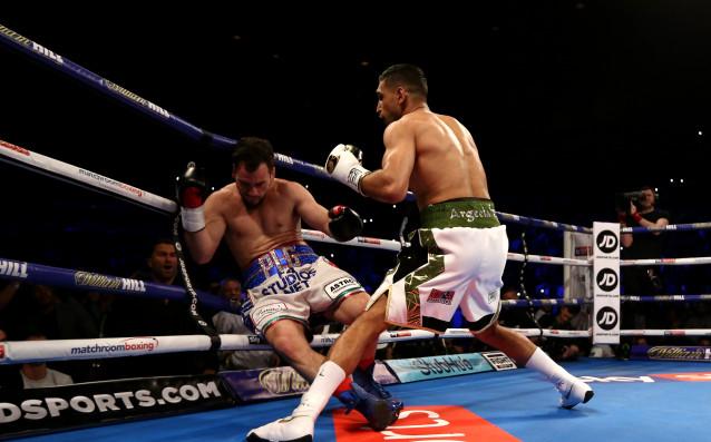 Бившата британска боксова звезда Амир Хан се завърна по уникален