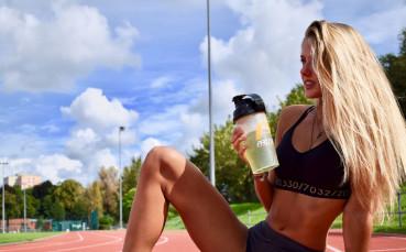 Изкусителна блондинка привлича все повече нови фенове на леката атлетика