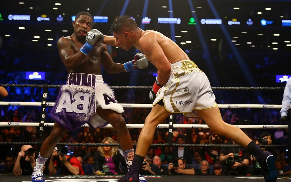 Какво се случи на боксовите рингове през уикенда?
