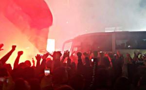 Безсънна нощ в Неапол: 20 000 чакаха героите