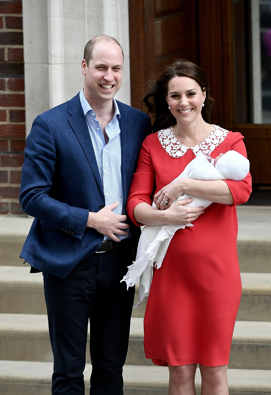Херцогинята на Кеймбридж Катрин роди момче в 11 ч. местно време. Бебето и майката са в добро здраве. Бебето тежи 3,827 кг и е третото дете в семейството на херцогинята и принц Уилям, който е присъствал по време на раждането. Няколко часа след раждането, Кейт и принц Уилям напуснаха болницата с новороденото момченце.