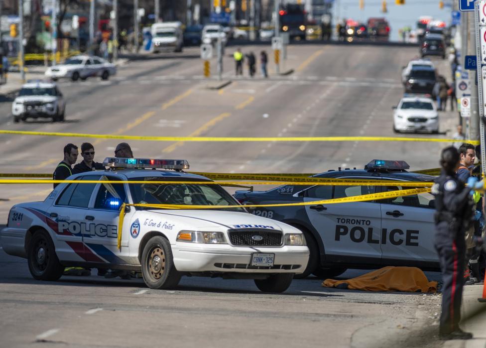 - Броят на жертвите нарасна на 10, а ранените са 15, след като мъж прегази група хора с ван в Торонто, Канада
