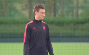 Йозил, Уилшър и Чех се завръщат в игра за Арсенал