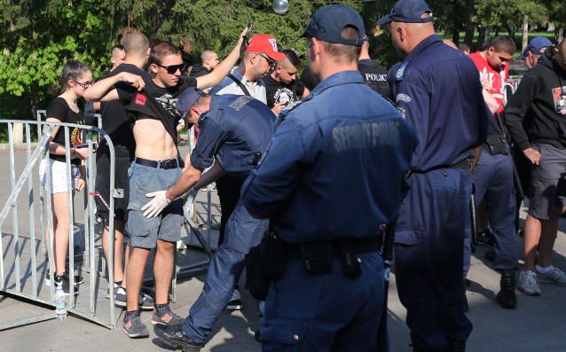 Близо30 души са били задържани преди и след вечното дерби