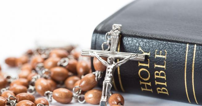 Американското списание GQ постави Библията в списък с книгите, които