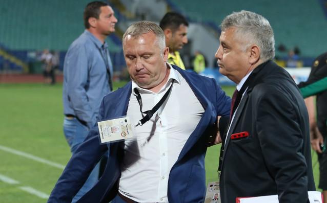 Старши треньорът на Ботев Пловдив Николай Киров няма да води