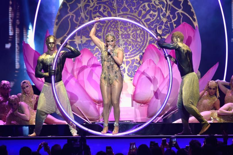 <p>Дженифър Лопез с ефектно изпълнение на латино наградите на Билборд</p>