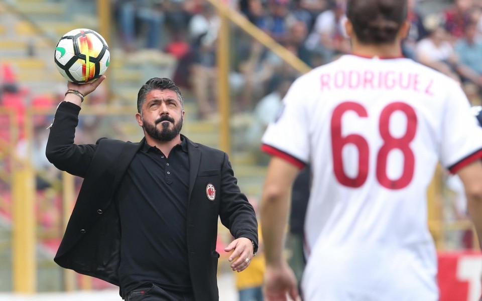 наставникът на Милан Дженаро Гатузо подава топката