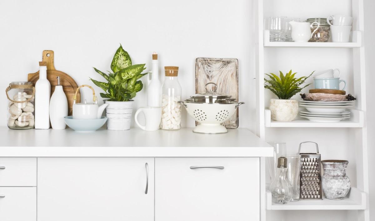 Пространствата между уредите.<br /> Често трябва да пускаме прахосмукачката в пространствата между кухненските уреди или мебелите ни, защото там се натрупват мръсотия и прах.