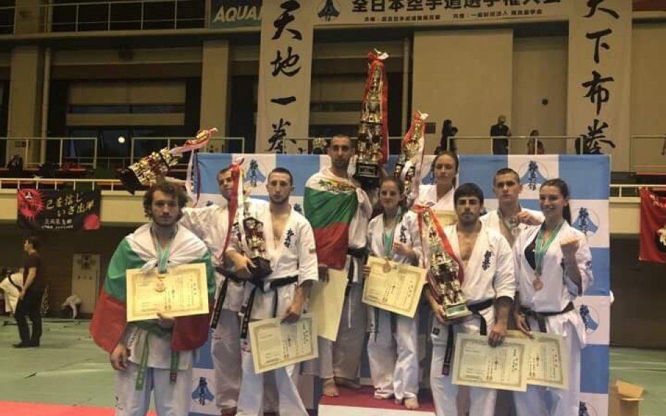 Каратеките ни се завръщат от Япония с шампионска титла и общо 10 медала
