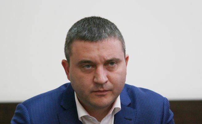 Владислав Горанов съобщи кой ще получи 10% върху заплатата