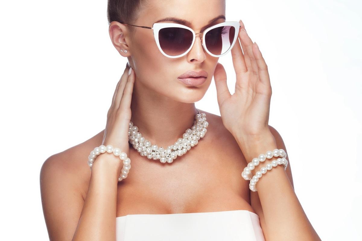 <div>Рак - чувствителните и ранимиРациси връщат душевния покой чрез перли, смарагд, лунен камък и рубин.</div>