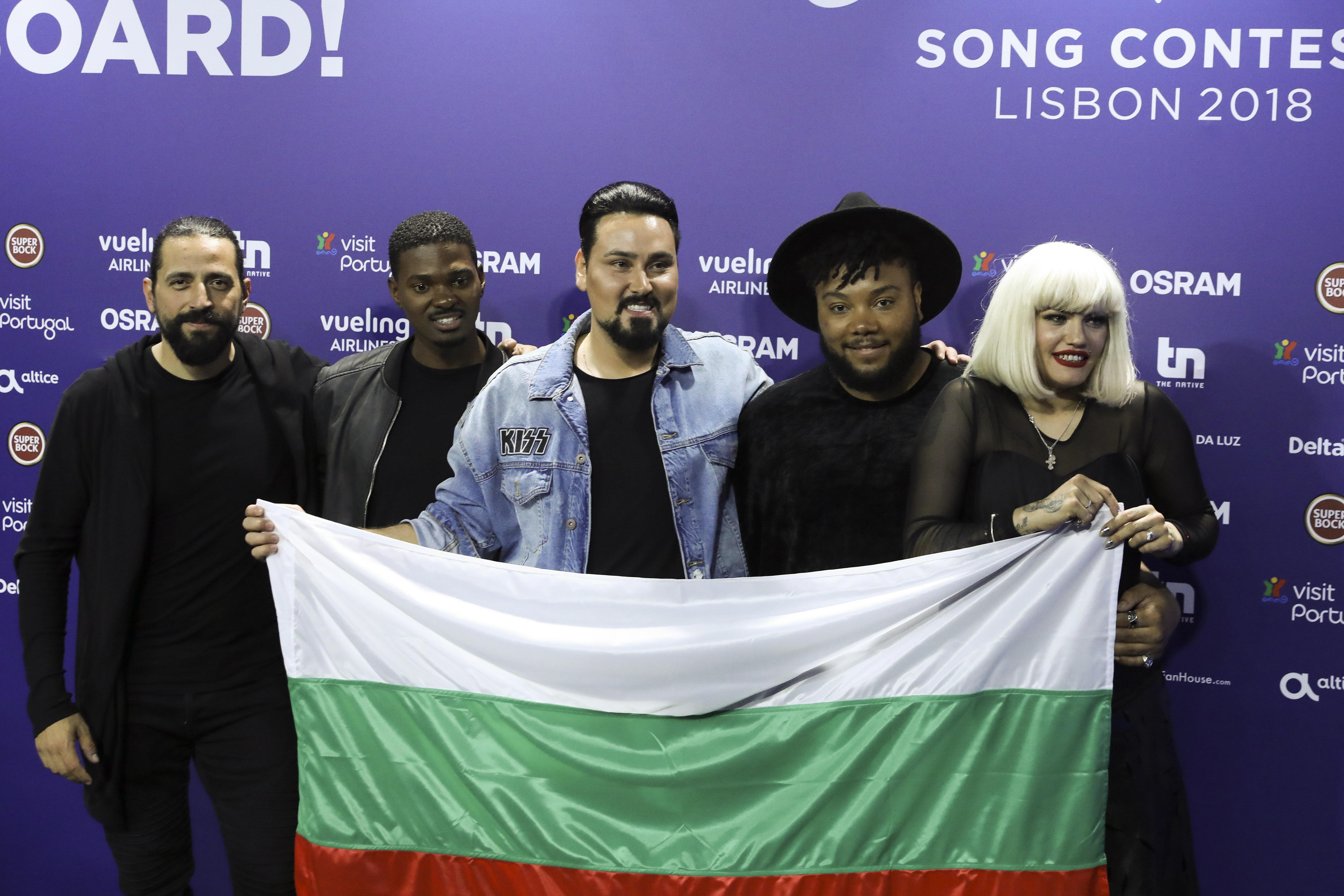 Третият от ляво на дясно: Георги Симеонов - JJ. Композитор, изпълнител и преподавател.
