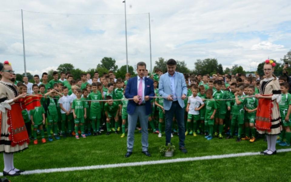 Борислав Михайлов откри ново футболно игрище от последно поколение в Пазарджик