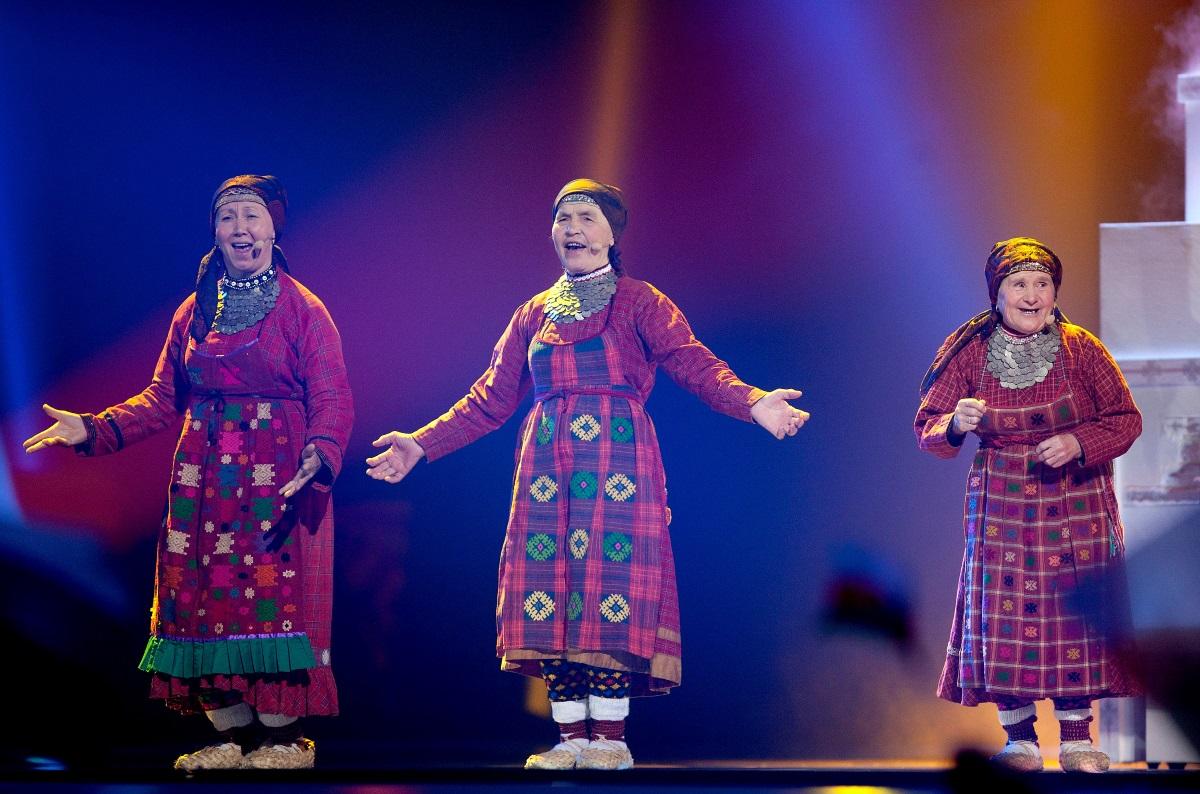 """Бабите от фолклорния съставBuranovskiye Babushki от село Бураново, Русия. Бурановските баби са избрани да представят Русия на """"Евровизия"""" 2012вБакуи се нареждат на 2-ро място при крайното класиране."""