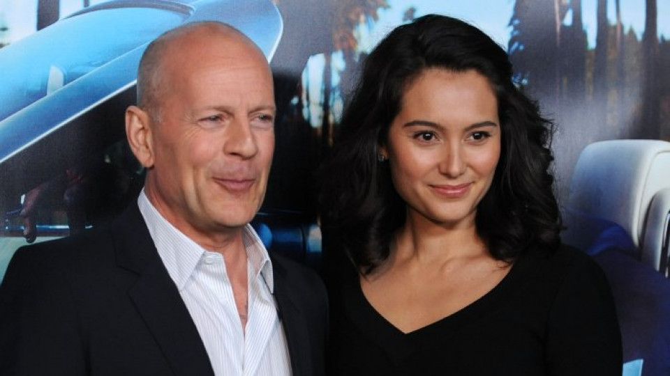 Брус Уилис под ръка със съпругата си Ема Ханинг