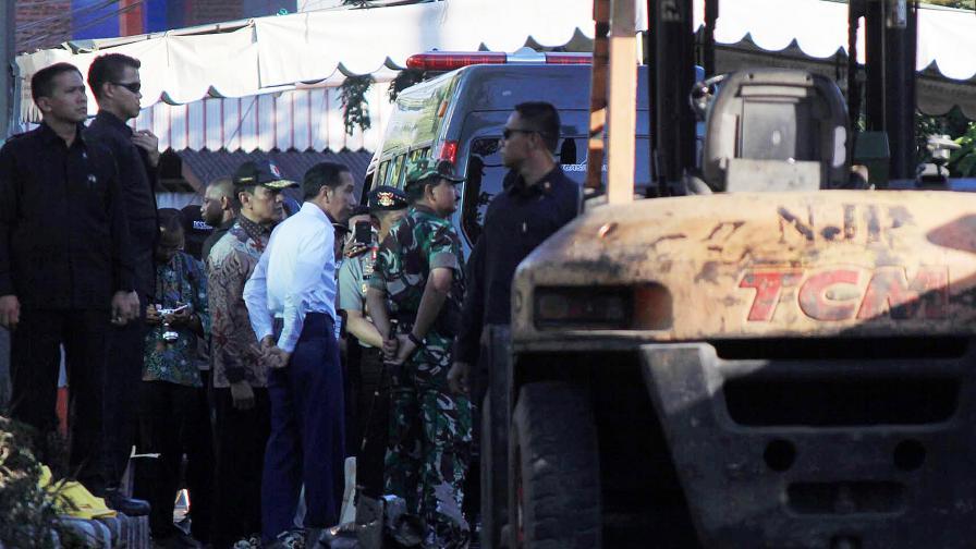 Атентати в църкви в Индонезия убиха 11 души