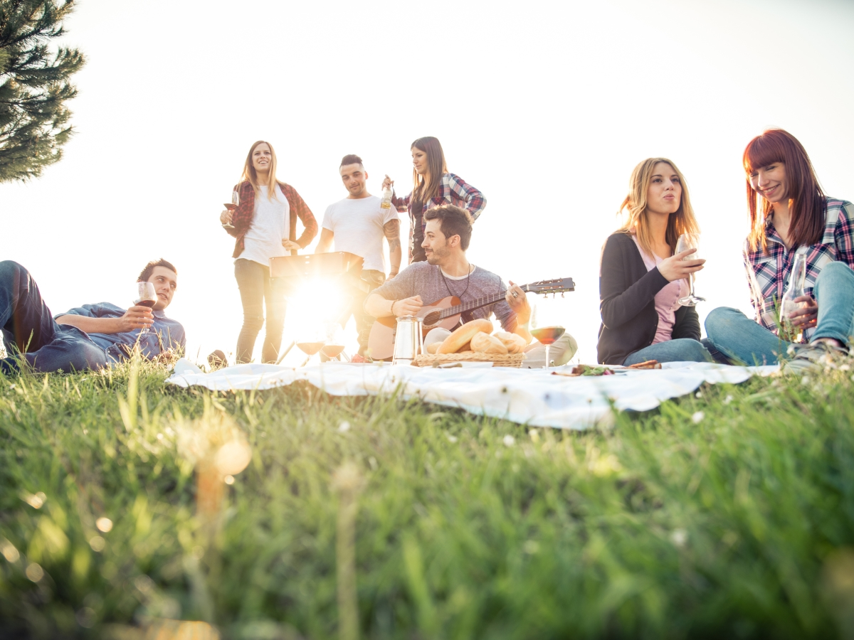Осигурете възможности за развлечения<br /> Винаги е добра идея да имате опции за развлечение, след като гостите са яли.