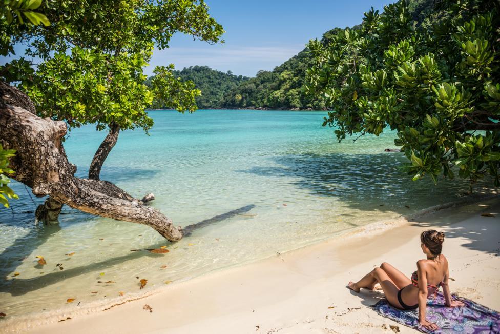 - Сурин и Симилан Айлъндс, Тайланд В близост до границата между Тайланд и Бирма има низ от острови в Андаманско море. Тук възможностите за гмуркане са...