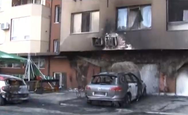 Умишлен палеж на автомобили в Бургас, евакиураха блок