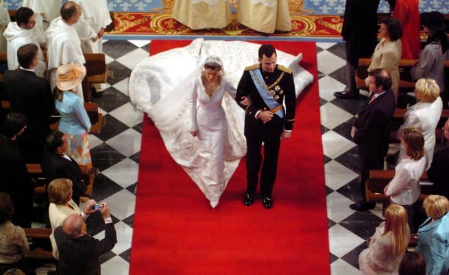 Най-скъпите кралски булчински рокли в историята