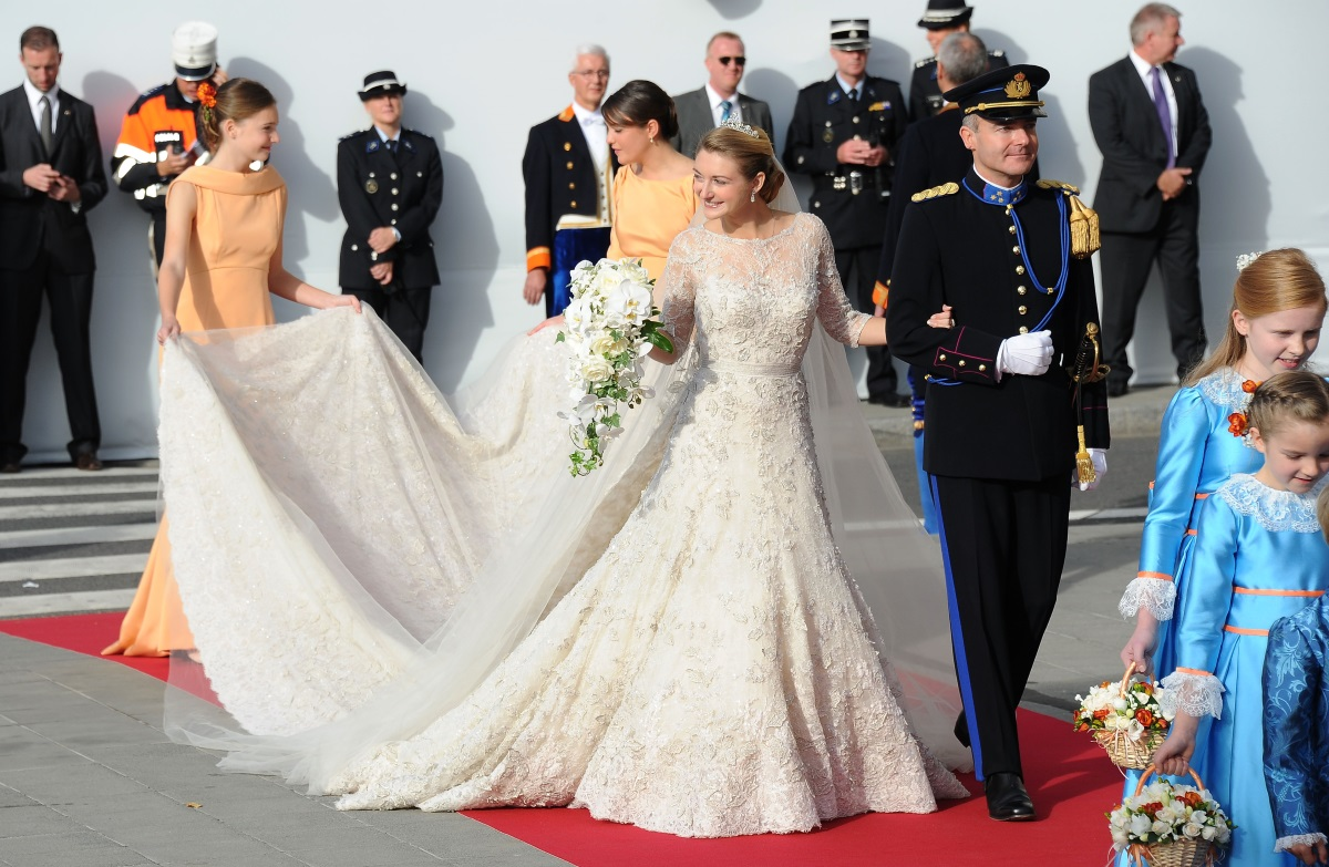 Белгийската контеса Стефани де Ланои и булчинската ѝ рокля на Ели Сааб на стойност 250 хил. долара.