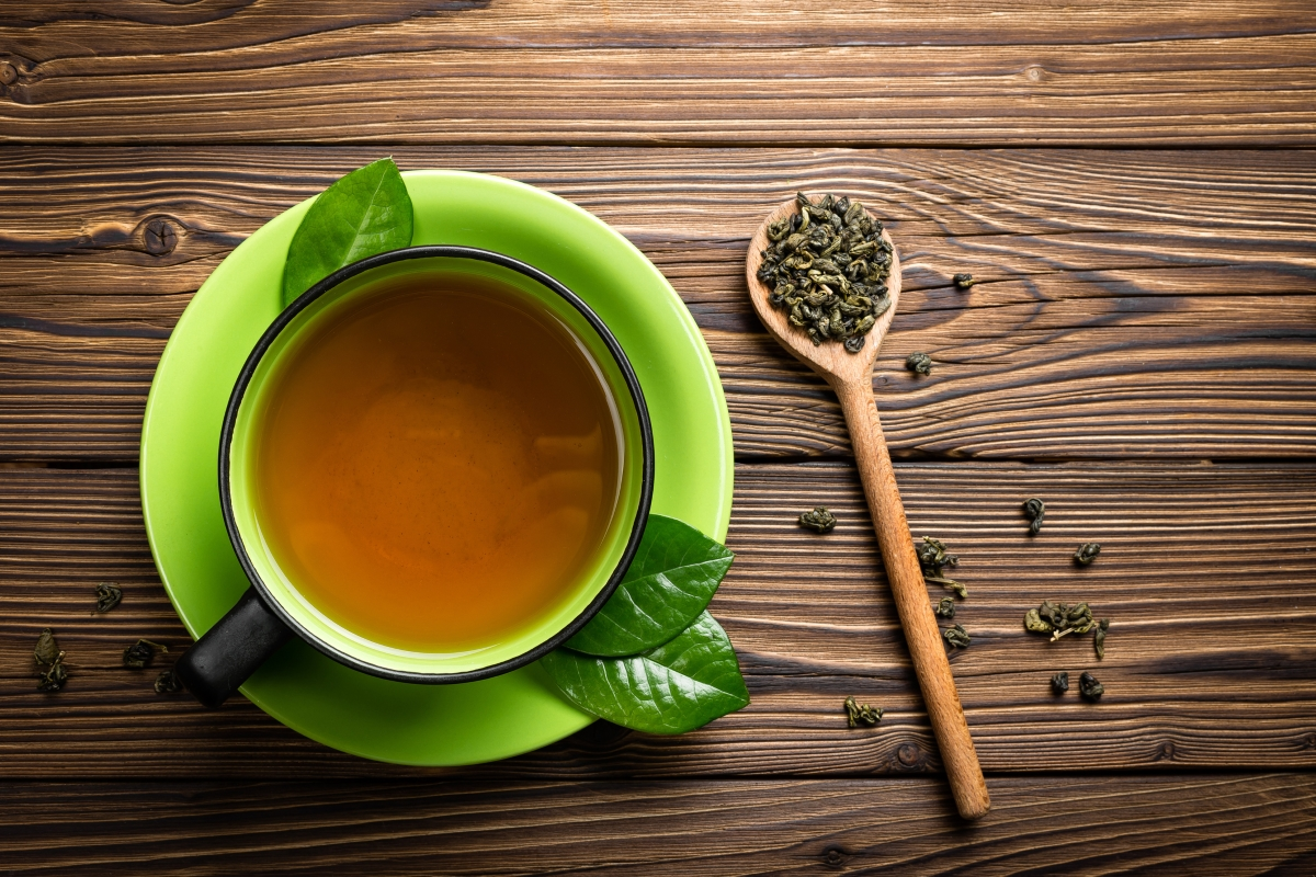 Увеличете приема на храни и напитки, които ускоряват метаболизма, като например зеленият чай.