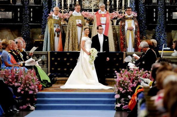 Принц Даниел иВиктория Шведска се женят през 2010 г.На 17 август 2011 Шведският кралски двор официално съобщи, че Виктория и Даниел очакват първото си дете през март 2012.