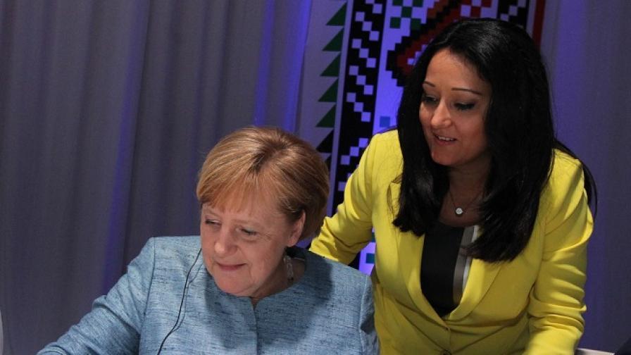 Какво написаха Меркел и Макрон на български