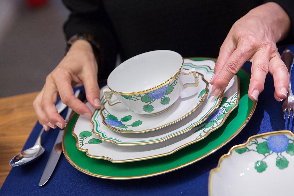Стари чинии и чаши.<br /> Старият, но красив китайски порцелан няма място в микровълновата ви. Има твърдение, че някои от тези порцеланови чаши и чинии, които са произведени преди 1960 г., могат да отделят малки части радиация.