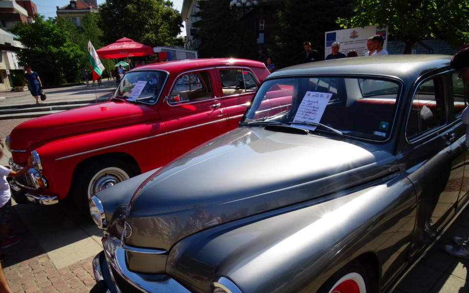 Уникални ретро автомобили на парада в София (снимки)