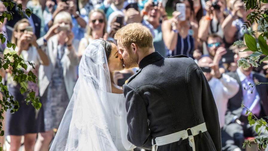 """Принц Хари и Меган Маркъл си казаха """"да"""". Вижте булката"""