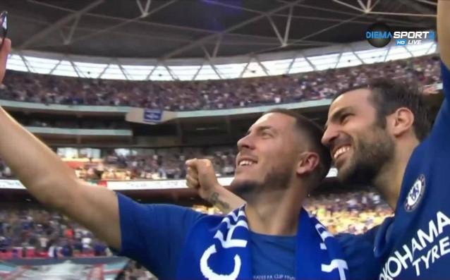 Еден Азар и Франсеск Фабрегас си направиха специално шампионско селфи