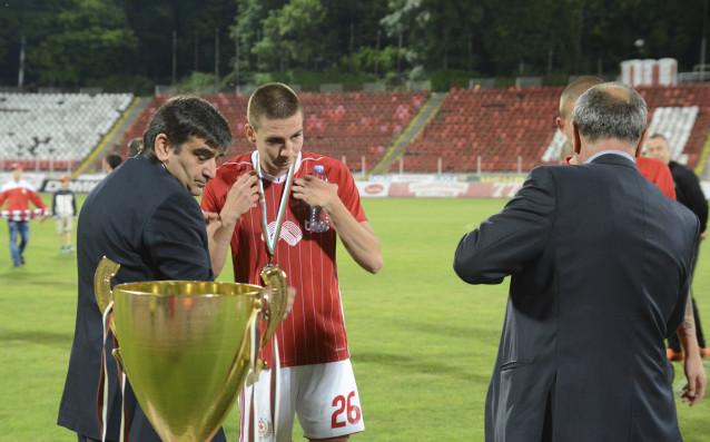 Футболистите на ЦСКА бяха наградени със сребърните медали и купата