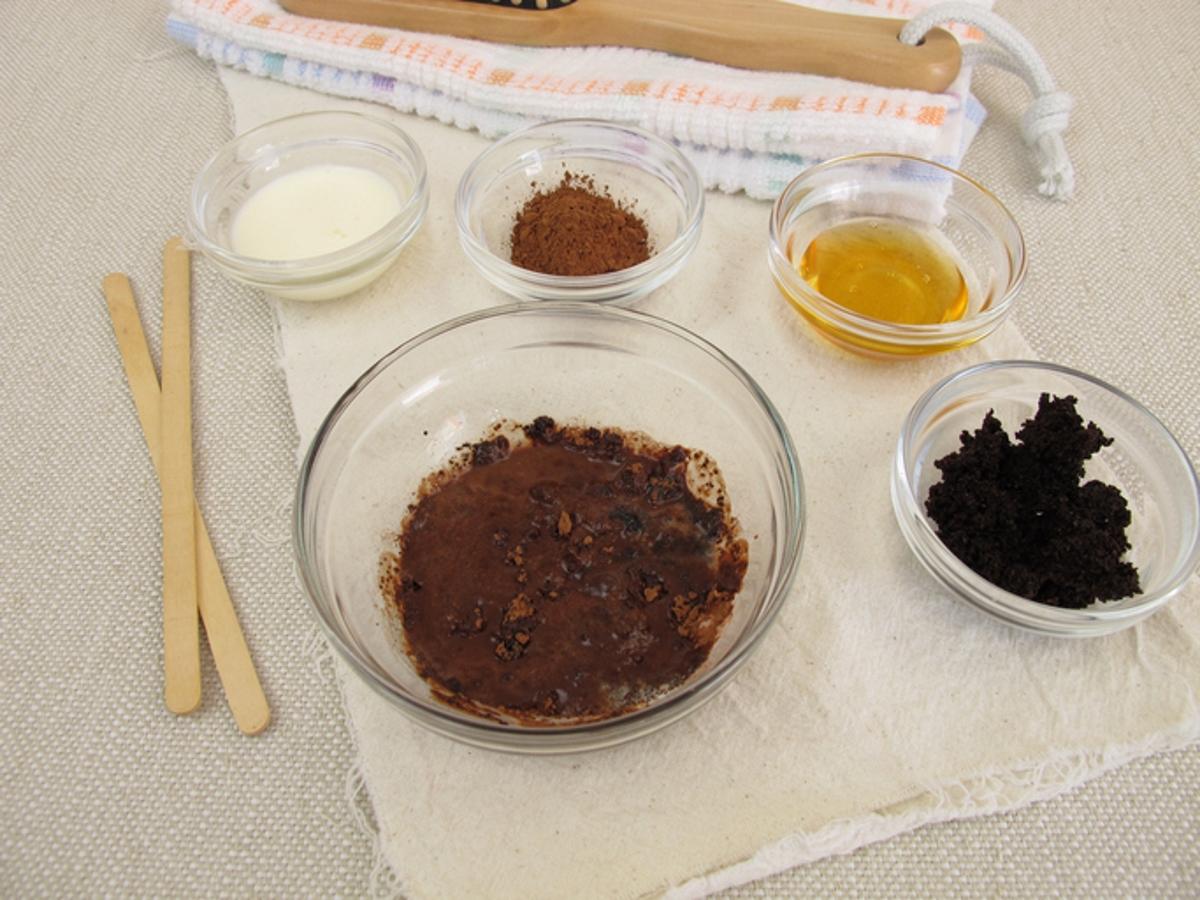 Можете да направите от него дори скраб за пети, като смесите утайката със зехтин или някакво друго олио, например кокосово.