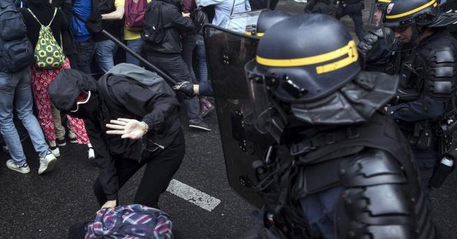 Членове на синдикатите излязоха на протест в Париж, като счупиха